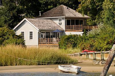 Photo of 33 Oyster Place Road, Barnstable, MA 02635