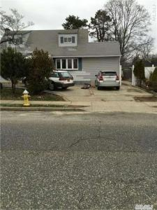 225 Earle St, Central Islip, NY 11722