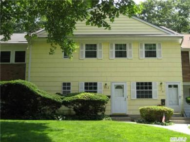 712 Towne House Vlg, Hauppauge, NY 11749