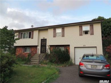 39 S 29th St, Wyandanch, NY 11798