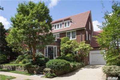 Photo of 41 Shorthill Rd, Forest Hills, NY 11375