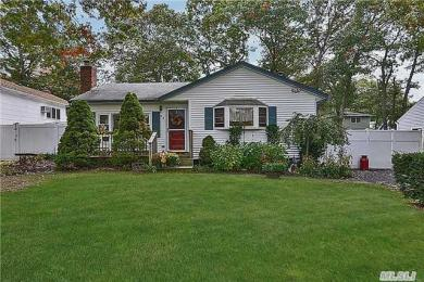 98 Ohls St, Patchogue, NY 11772