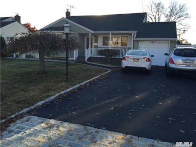 96 W 16th St, Deer Park, NY 11729