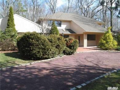 18 Grassfield Rd, Great Neck, NY 11024