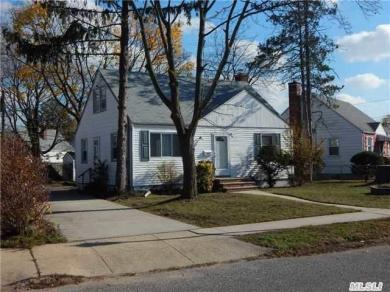671 Lowell Rd, Uniondale, NY 11553