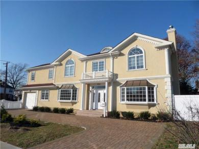 900 Mayfield Rd, Woodmere, NY 11598