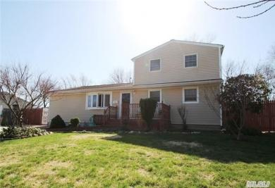 1718 Central Blvd, Bay Shore, NY 11706