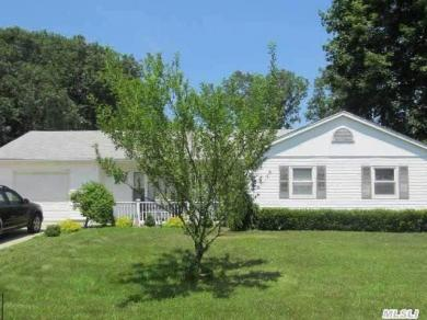 15 Cullen Ln, Middle Island, NY 11953