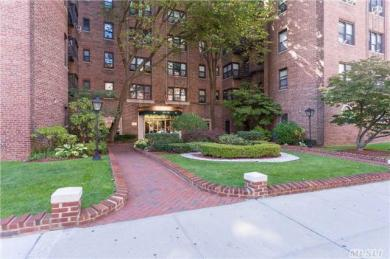 69-10 Yellowstone Blvd #404, Forest Hills, NY 11375