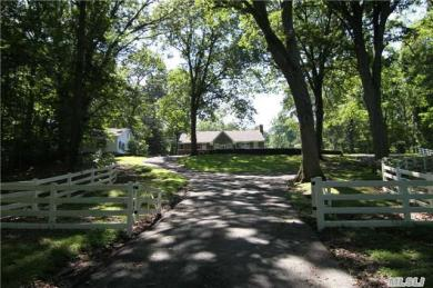 638 Moriches Rd, St James, NY 11780