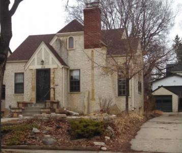 214 Oak Grove Place, Saint Paul, MN 55105