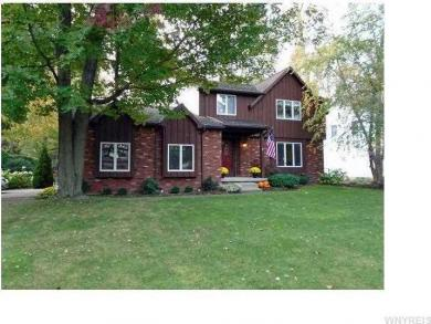 8 Squire Ct, Amherst, NY 14068