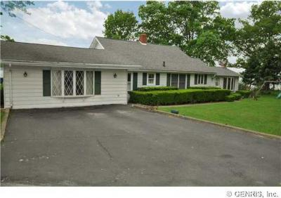 Photo of 3694 Edgewood Dr, Fayette, NY 14456