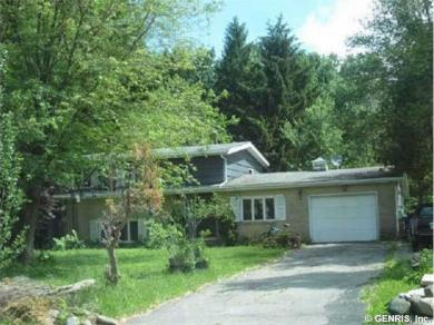 565 Creekside Dr, Alden, NY 14004