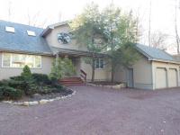 212 Tanglewood Dr, Pocono Pines, PA 18350